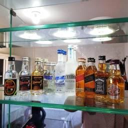KIT Miniaturas de Whisky, Vodka e Cachaça 50ml - Original e Lacrada