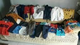 Vendo um lote de roupas de menino seme novas com 35 peças somente o lote