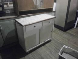 Balcão pequeno com 2 portas e duas gavetas