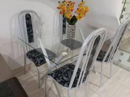 Mesa de jantar com tampo em vidro com 4 Cadeiras Entrego