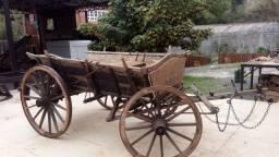 Carreta antiga de quatro rodas