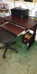 Mesa para computador e cadeira giratória
