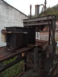 Vendo máquina de elemento vazado de concreto por terminar