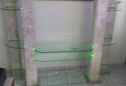 Rack de mármore com vidro e iluminação interna