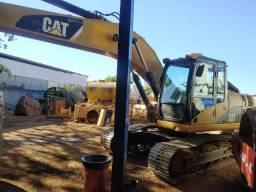 Escavadeira, marca Caterpillar, modelo 320DL, ano 2010