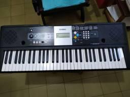 Teclado Yamaha PSRE223