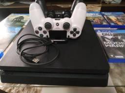 PS4 de 1 terabyte em ótimo estado