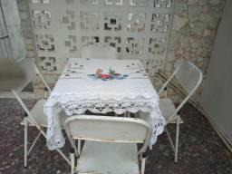 Jogo de mesa e 4 cadeiras de ferro