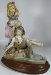 Estatueta em biscuit, italiana, decada 80 'O Pescador'