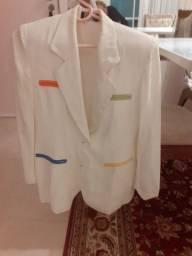 Um blazer bco