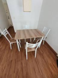 Mesa c/ 4 cadeiras muito nova.