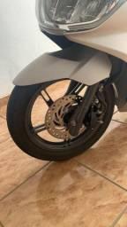 Vendo moto PCX 18/18 c/ 5 mil km valor 9.300