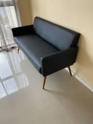 Namoradeira sofá retro 2 lugares pes palito corino preto