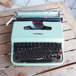 Olivetti Lettera 22 funcionando Maquina de escrever antiga - antiguidade