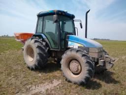 Trator agricola com cabine, marca New Holland, modelo TL75 ano 2010