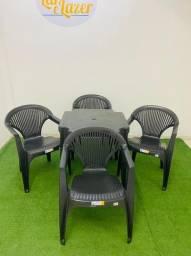 Jogo de mesa com 4 cadeira poltrona preto ,suporta 140 kilo