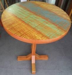 mesa bistro sem banquetas em madeira de demolição.
