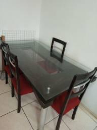 Vendo barato mesa 6 lugares + sofá  tudo 500 reais