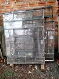 3 vitros e uma janela