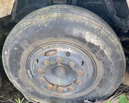 Pneus 1000-20 com roda de caminhão