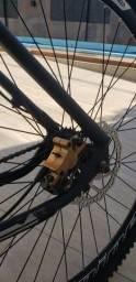 Vendo bike aro 29 freios hidráulicos com nota fiscal.