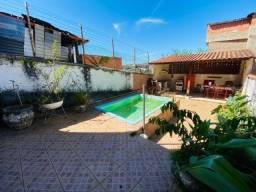 Título do anúncio: M1 - Casa com Piscina - Costa Carvalho