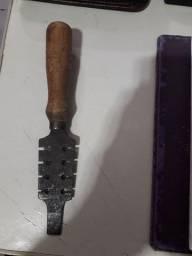 Travador de serrote corneta - original