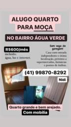 Alugo quarto no bairro Água Verde PARA MOÇAS