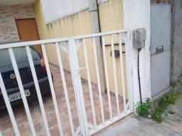 Portão de alumínio conservado ...