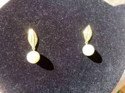 AavaJóias- Brinco de folha com pérolas folheados com ouro 24k