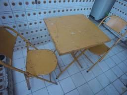 Mesa duas cadeiras ferro