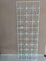 Portão grade de 2x0.68 em ótimo estado. Pintado na cor branca