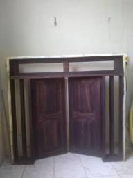 Vendo janela de madeira medindo 1.30 de largura por 1.20 de altura com detalhe na bandeira