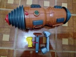 """Escavadeira de brinquedo + carrinhos + """"estação para ver dinossauros"""" - R$100,00 tudo"""