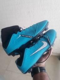 Chuteira Nike nova n° 41