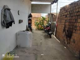 Casa - próxima a avenida Maria Quitéria