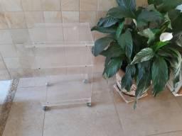 Mesinha de Acrilico transparente com rodinhas