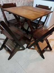 Mesa c/4 cadeiras de madeira