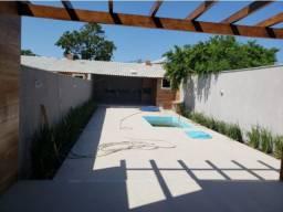 Excelente casa com piscina, jardim e chuveirão em Itaipuaçú!