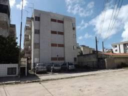 1204 - Localizado em Candeias - Apartamento de 01 Quarto - Varanda - 3º andar