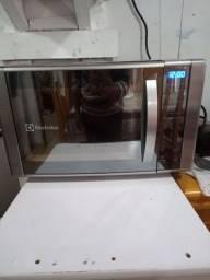 Torro um micro-ondas Electrolux 18 l grill com nota impecável