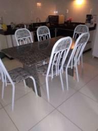 Mesa com seis cadeiras 600 reais