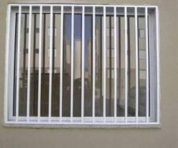 Grades de janela e garagem com telhado PVC
