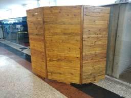 Biombo ou divisor de madeira