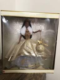 Barbie negra na caixa