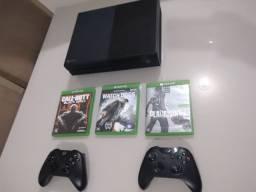 Xbox one 2 manetes originais e jogos