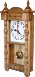Relógio de parede com pêndulo