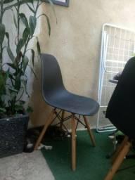 Cadeira eames com peq avaria