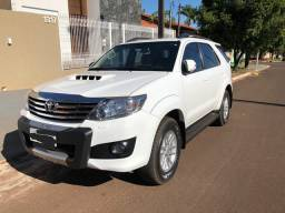 Hilux sw4 srv turbo diesel 4x4 - 7 lugares