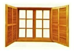 Imponente Janela de madeira maciça com veneziana